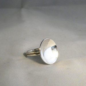 Ring med parabol i silver