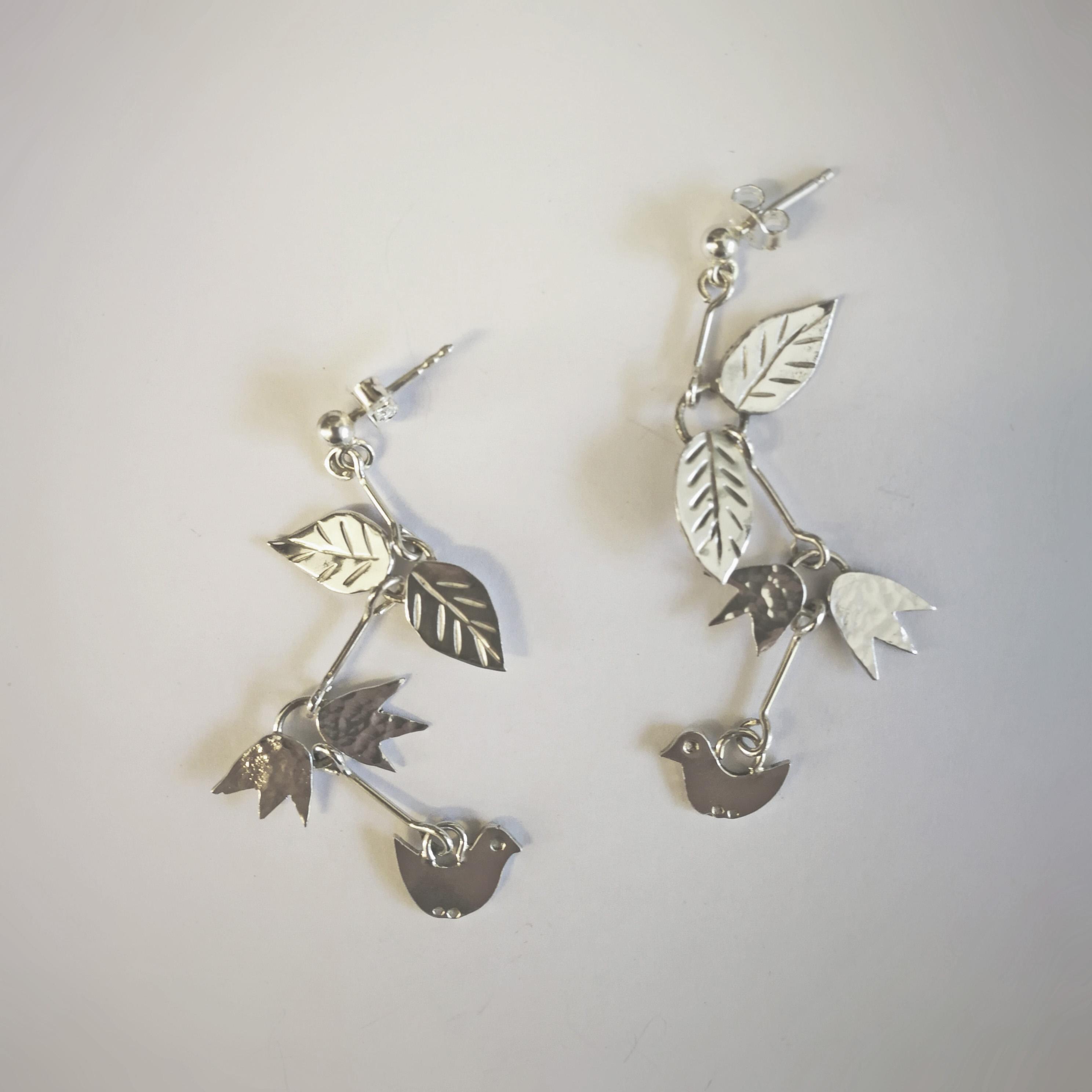 fåglar med blommor och blad, örhängen i silver