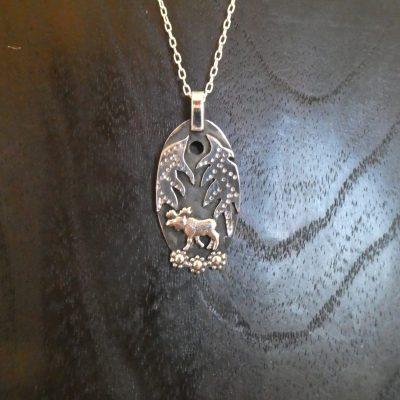 hängsmycke silver, älg